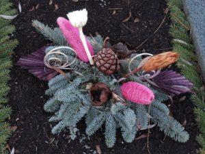 Grabgesteck anstelle von Grabbepflanzung im Winter