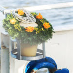 Seebestattung vor Travemünde: Seeurne mit Urnenkranz