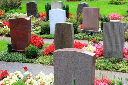 Grabgestaltung mit Grabsteinen