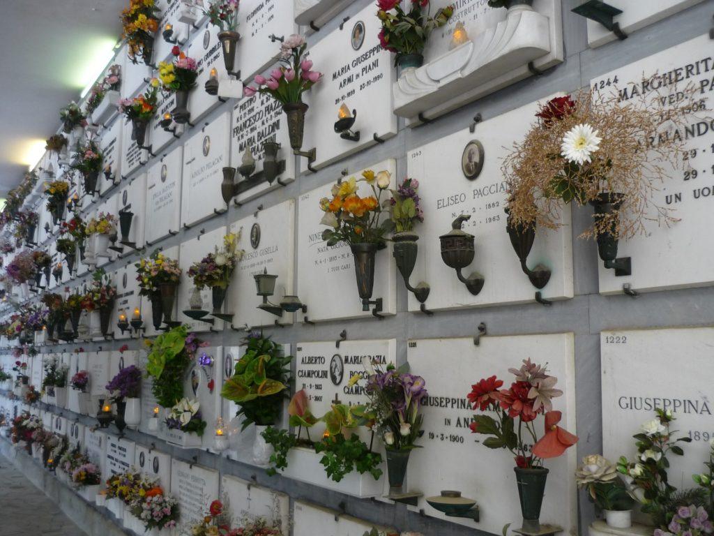 Kolumbarium: Urnenwand in Florenz