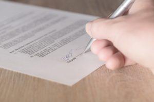 Haushaltsauflösung: Mietvertrag unterzeichnen