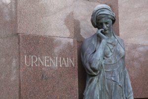 Anonyme Bestattung: Urnenhain
