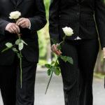 Erbe ausschlagen: Bestattungsvorsorge für die Familie treffen
