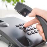 Ein Notruf wird per Tastentelefon abgesetzt