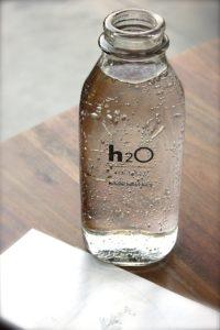 Flasche mit Wasser