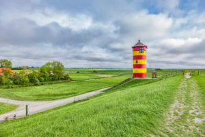 Seebestattung auf der Nordsee: Leuchtturm von Pilsum