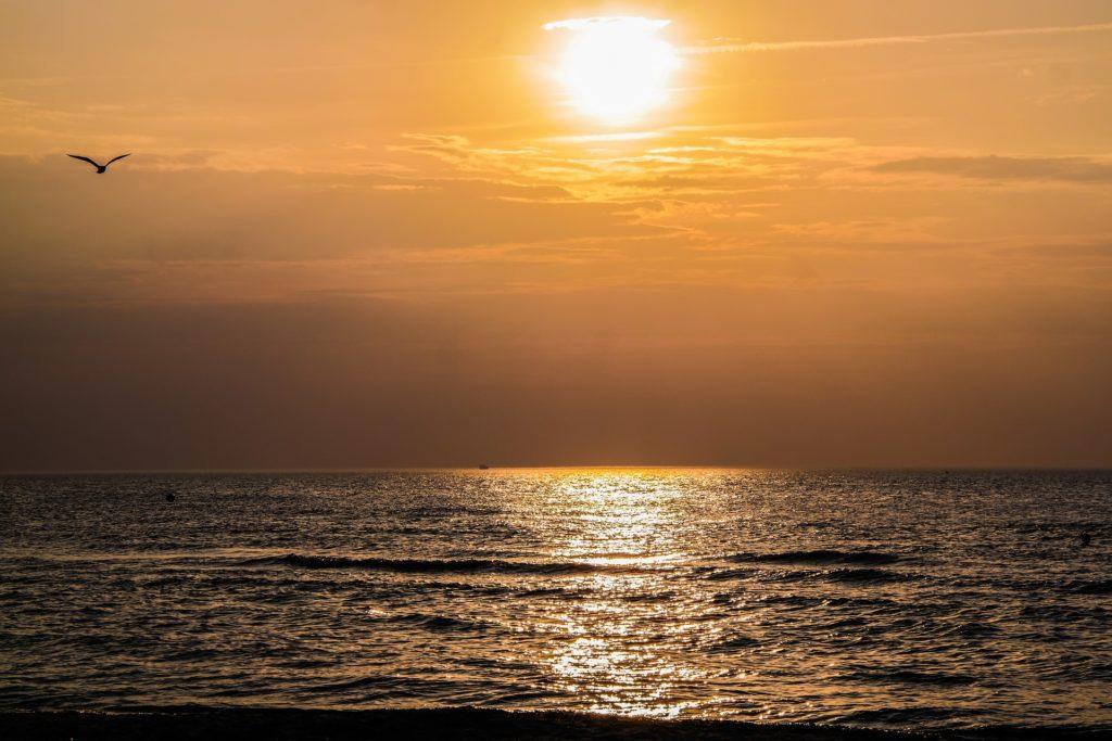 Seebestattung vor Kiel: Sonnenuntergang über der Ostsee