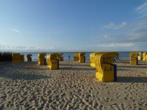 Seebestattung vor Cuxhaven: Strand mit Strandkörben