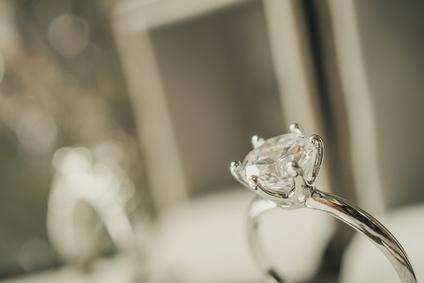 Diamantbestattung: Ring mit Stein