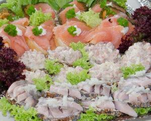 Seebestattung vor Cuxhaven: Fischplatte für die Kaffeetafel