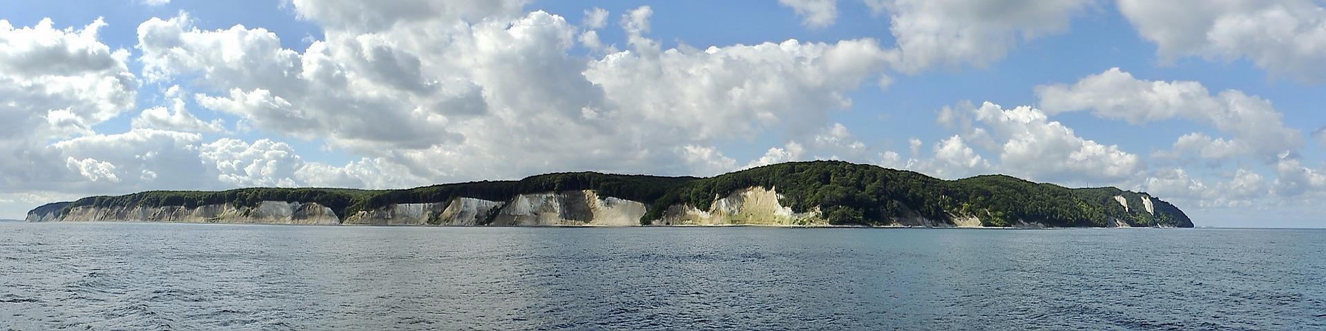 Seebestattung vor Rügen: Ansicht der Insel