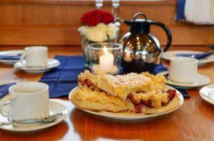 Seebestattung vor Husum: Kaffeetafel