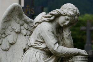 Trauerphasen: Engelsskulptur