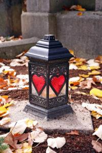 Grablaterne mit Herzen