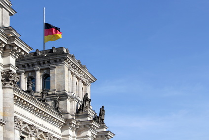 Gedenktage: Volkstrauertag, Flagge auf halbmast