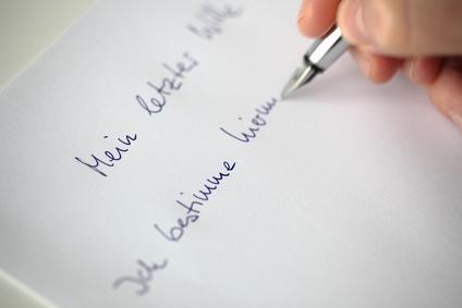 Nachlass regeln: Eigenhaendiges Testament schreiben