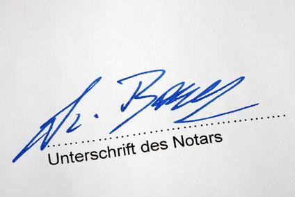 Nachlass regeln: Unterschrift des Notars auf einem Testament