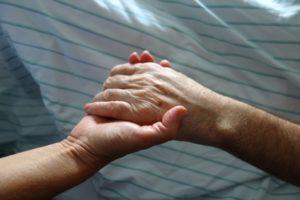 Sterbeprozess erleichtern: Lassen Sie den Sterbenden nicht alleine