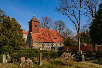 Friedhof in Berlin: Dorfkirche Schmargendorf