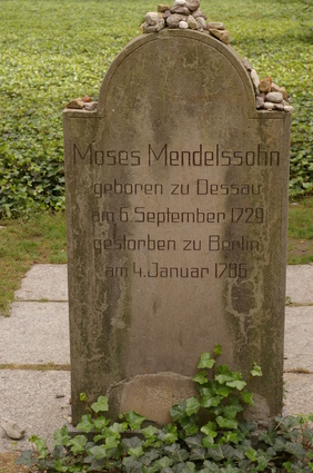 Friedhof Berlin: Friedhöfe vor dem Halleschen Tor, Grabstein von Moses Mendelssohn