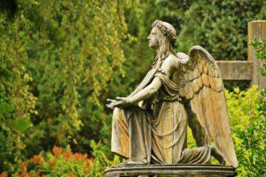 Katholischer Friedhof in Köln, Engelsskulptur