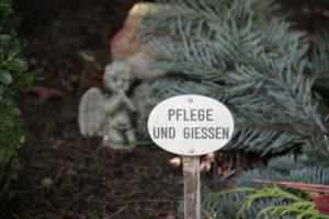 Dauergrabpflege durch den Friedhofsgärtner