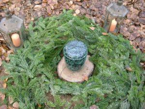 RuheForst Brodau, geschmückte Urne