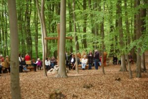Andachtsplatz mit Trauergesellschaft RuheForst Marklohe