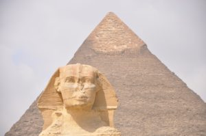 Cheops-Pyramide mit Sphinx