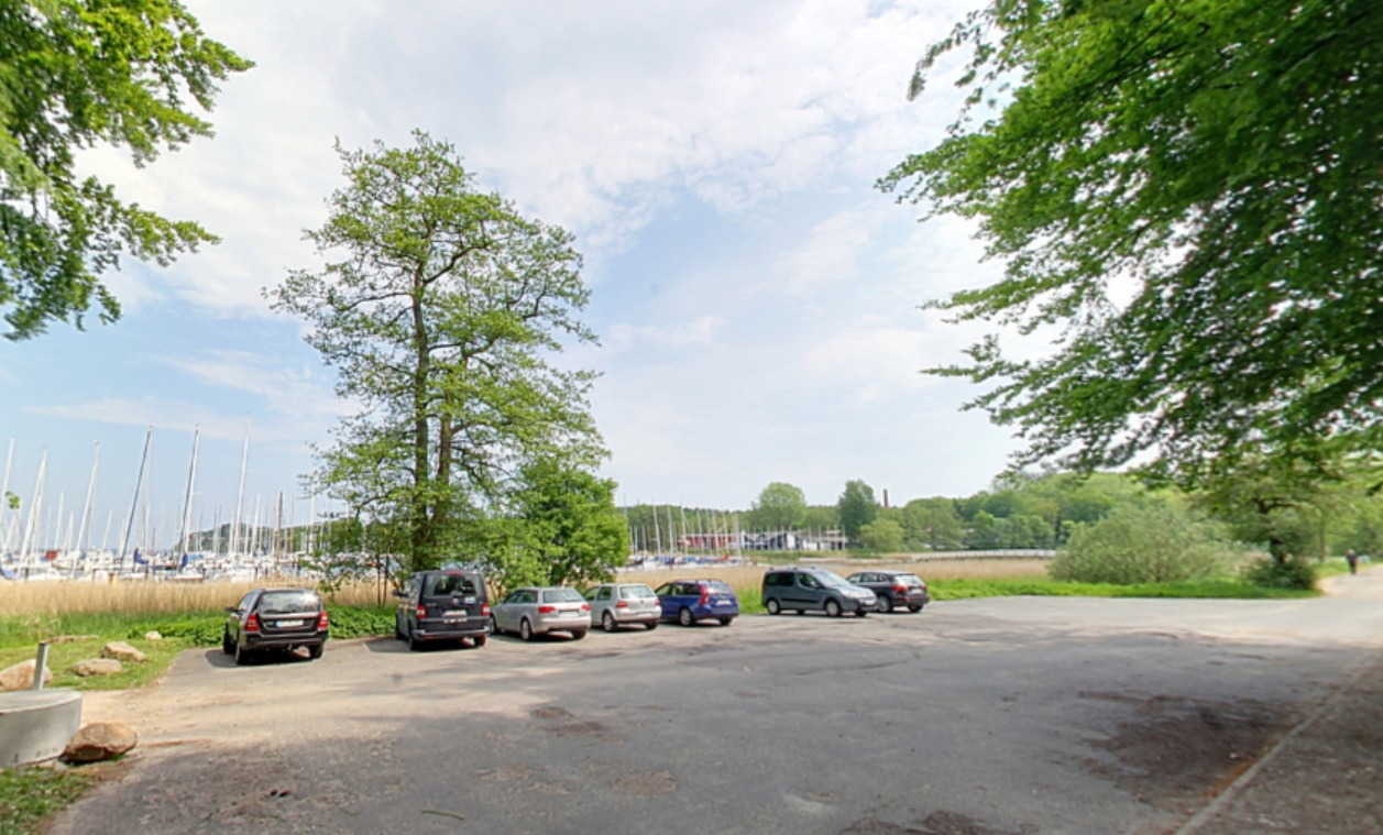 Parkplatz an der Flensburger Förde | Quelle: RuheForst Glücksburg